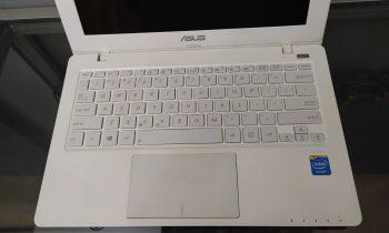 Jual laptop bekas asus x200ma surabaya - 1